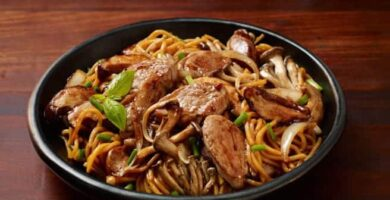 fideos chinos con cerdo o cocino