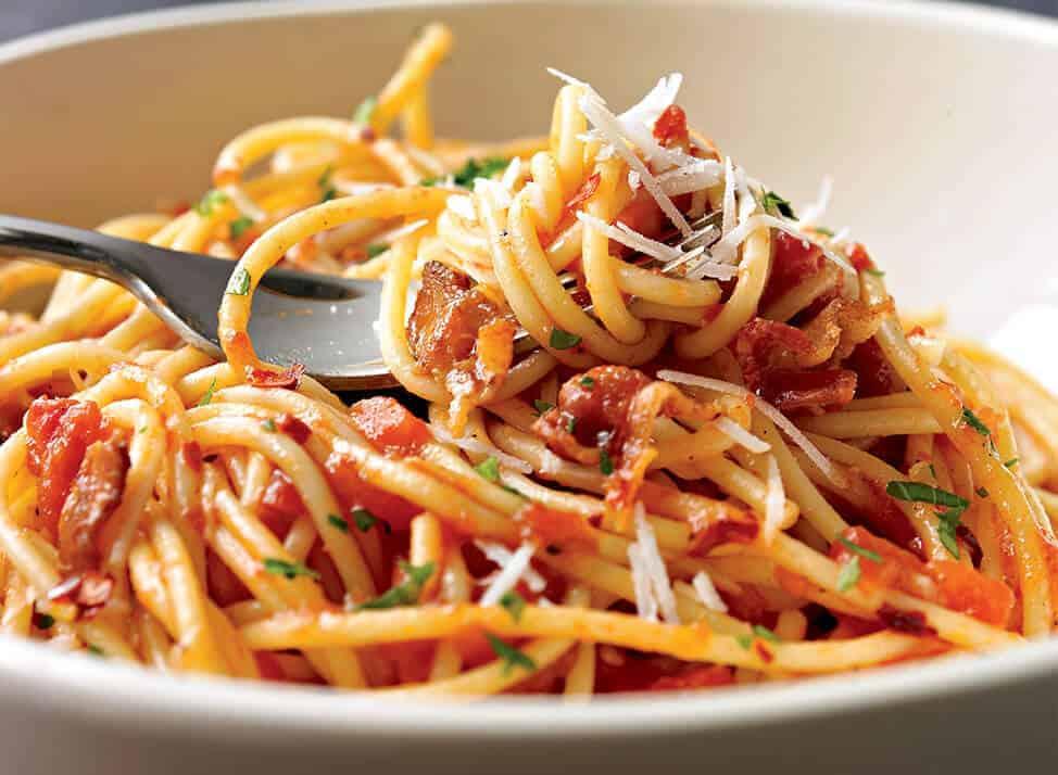 receta con de pasta con salsa de tomate y albahaca
