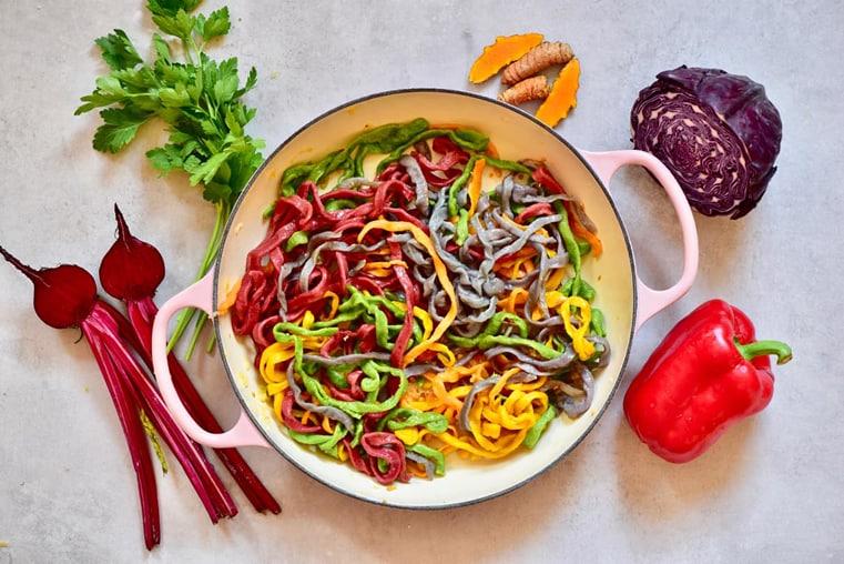fideos de colores cocinado