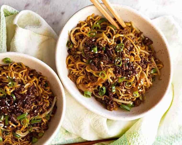 fideos chinos ramen de carne asiatica