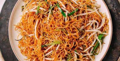 fideos chinos con salsa de soja cantonesa