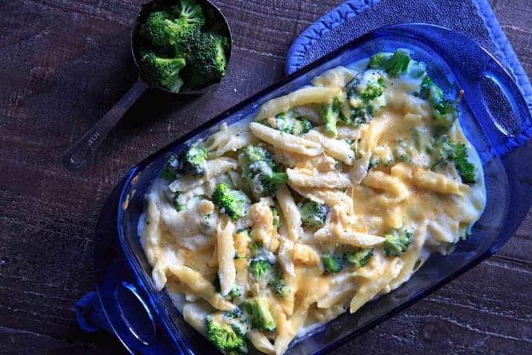 pasta con salsa blanca y brocoli