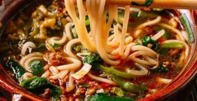 sopa con fideos de arroz chinos