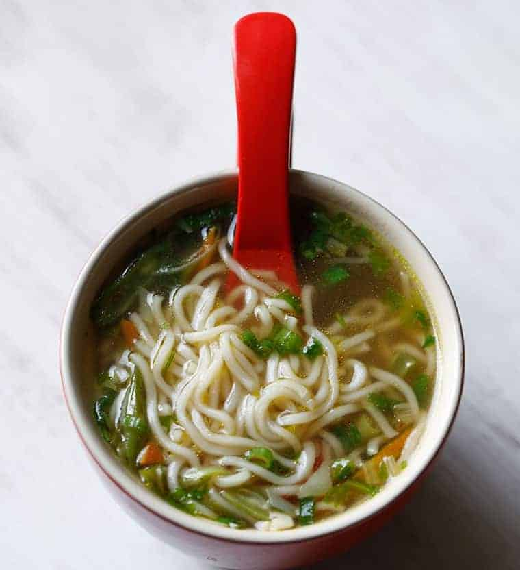 sopa de fideos con verdura