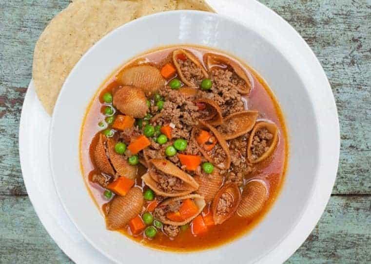 sopa de conchas con picadillo