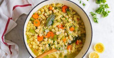 recetas de sopa de fideos con garbanzos