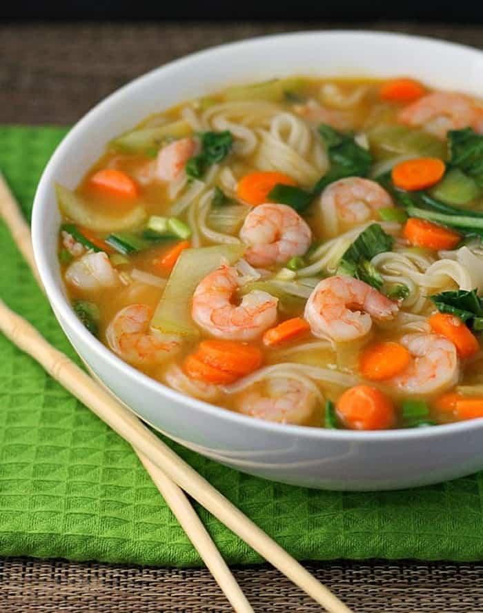 receta de sopa de fideos chinos con camarones